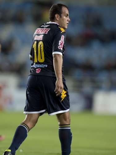 En Culiacán, Cuauhtémoc Blanco salió en su mejor versióny con un doblete (tiro libre y penal), Dorados vino de atrás para dar cuenta de Estudiantes Tecos, que ganaba a temprana hora con gol de Diego Martiñones.