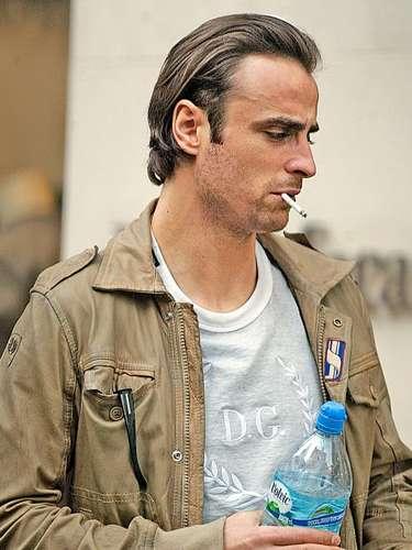 El delantero búlgaro Dimitar Berbatov es otro de los que no ha tenido vergüenza y ha sido captado fumando en varios sitios públicos.