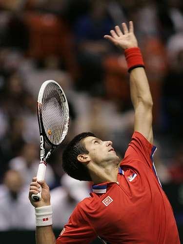 Novak Djokovic clasificó a Serbia a semifinales del Grupo Mundial de la Copa Davis al vencer este domingo al estadounidense Sam Querrey (20) por 7-5, 6-7 (4/7), 6-1, 6-0.