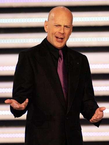 EL actual héroe de acción Bruce Willis tiene mucho parecido a un militar