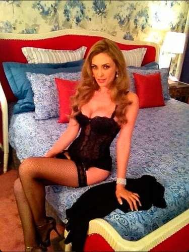 ¡Wow! La patrona logró calentar Twitter, con su foto en lencería. Aracely Arámbula regaló: \