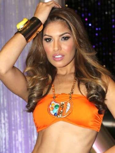 Con 21 años, la puertorriqueña Essined Aponte se hizo un lugar para continuar en la competencia luego de bailar con el guapo Maxi Iglesias y lograr el aplauso de los jueces. Esta representante del equipo de Lupita Jones, tiene 21 años, es soltera y considera que su talento especial es la actuación.