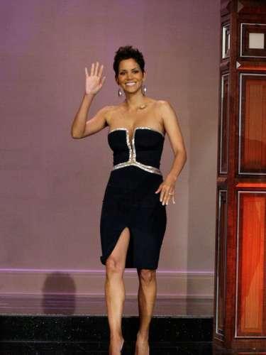 Divina se vio la actriz, con más de dos meses de embarazo durante una entrevista en The Tonight Show con Jay Leno, un compromiso que tuvo lugar el 11 de Marzo del 2013