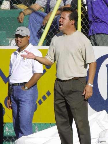 Efraín Flores era el técnico de León