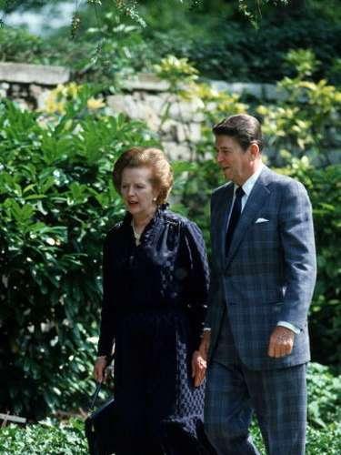 Ronald Reagan fue uno de sus grandes aliados para acabar con el comunismo. Fue la primera mandataria que le visitó oficialmente y nada más llegar a Washington pidió un peluquero.
