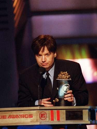 Mike Myers y cientos de estrellas más se trasladaron hasta NY, donde en 1998 se entregaron los MTV Movie Awards. El look de la estatuilla iba muy acorde con la gran manzana, que denota elegancia pero gran modernidad.