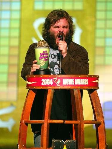 Pareciera que en esta imagen de los MTV Movie Awards del 2004 a Jack Black le hubiese dado mucha emoción tener en sus manos la copa de palomitas en color verde. Para muchos, un color que llamaba a la juventud a ser parte de esta premicación, que es menos elegante y acartonada que la de los Oscar.