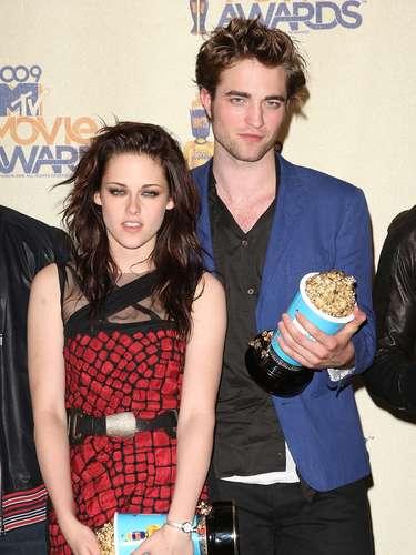 En 2009 los protagonistas de 'Twilight' se robaron el show y unas tantas copas de palomitas. El color escogido para esta entrega fue el azul cielo, que lograba hacer que el galardón se viera a kilómetros de distancia.