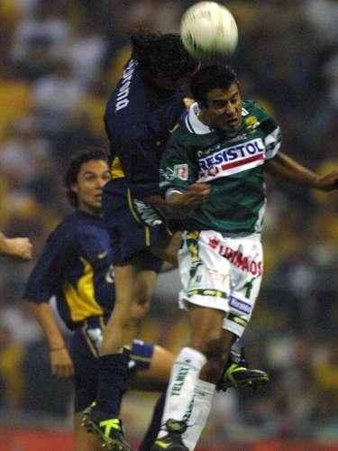 Imagen de Alfredo Murguía en el duelo de vuelta, pero antes, en la ida, marcó el autogol con el que León perdió la ventaja y viajó al Azteca con un empate a uno, que no le sirvió de nada y terminó por recibir una goleada del tamaño del estadio.