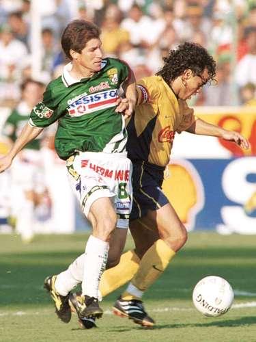 En el torneo Invierno 2001 León venció 2-1 al América, con goles de Jaime Ordiales y Efrén Hernández, por las Águilas anotó Leonardo Fabio Moreno.