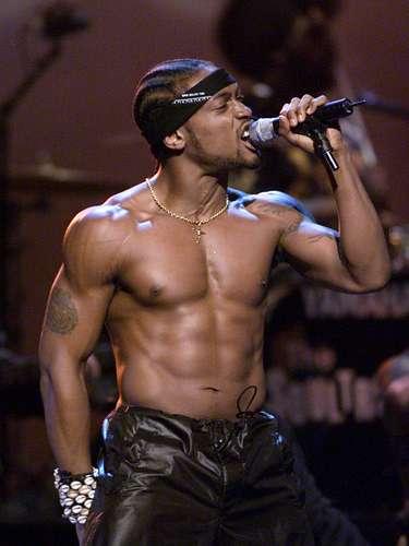 La imagen del cantante D'Angelo,presentándose sin camisa en los MTV Movie Awards del año 2000, todavía despierta los bajos instintos de muchas chicas.