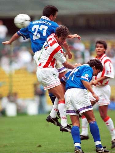 El chileno Eduardo Vilchez era el 'capo' de la zaga del Necaxa Bicampeón en los 90; metía fuerte la pierna, pero jugaba con etiqueta de líder.