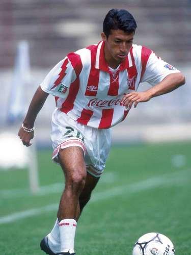 Procedente de los Leones Negros de la Universidad de Guadalajara,José MaríaHigareda llegó al Necaxa justo en su mejor época (1994) y duró seis años, por lo que logró los tres títulos de liga, al igual que Aguinaga.