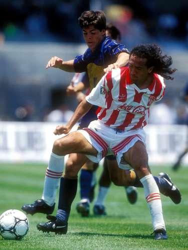 Si bien se forjó fama de 'leñero', Octavio 'Picas' Becerril era un buen marcador en la defensiva.