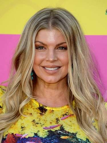 La cantante Fergie se declaró bisexual y dijo poco acerca de sus relaciones sentimentales con algunas mujeres. Actualmente está embarazada de su primer hijo con el actorJosh Duhamel