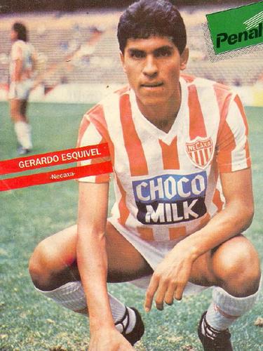 Gerardo Esquivel se comportó a la altura de un escudo de batalla y compartió créditos en el medio campo necaxista junto a 'Nacho' Ambriz y el'Beto' García Aspe.