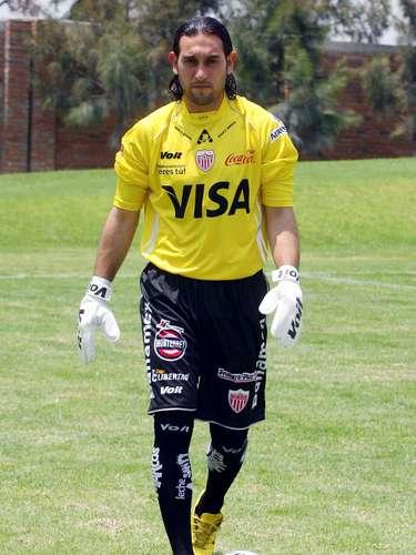 Iván Vázquez Mellado es de extracción 'necaxista'; aunado a que tuvo calidad en la portería, empezó a mostrar sus dotes de 'goleador' al ejecutar con maestría algunos tiros libres.
