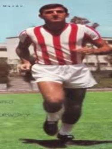 Carlos Albert sobresalió por su espigada talla como zaguero y por su entrega de 1961 a 1971 con la casaca necaxista.