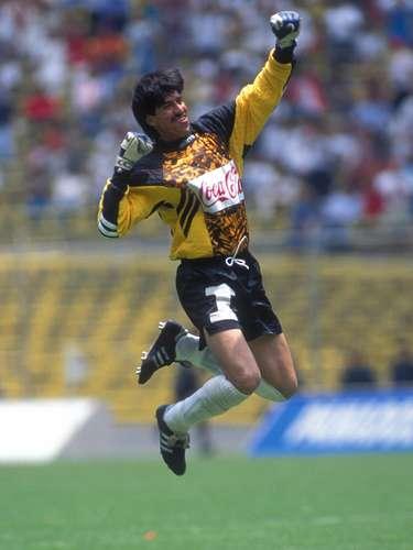 Nicolás Navarro es canterano del Necaxa y tuvo grandes actuaciones bajo los tres postes, además de ser bicampeón de liga en los 90.