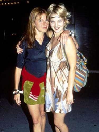 Durante el 2003 la actriz Drew Barrymore admitió que se consideraba bisexual, pero cuatro años más tarde la editora Jane Pratt rompió el silencio y aseguró a una publicación haber tenido una relación con ella durante los años 90. Actualmente Barrymore está felizmente casada y es madre de una bebé.