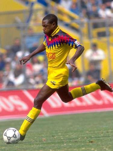 Kalusha Bwalya Tras brillar con América de la temporada 1994-95 al Verano 97, se despidió del futbol mexicano vistiendo la playera del León en el Verano 98