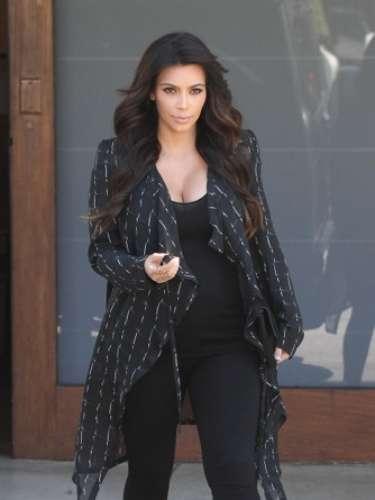 Kim intenta seguir con su glamuroso estilo a pesar de su estado y de su aumento de peso