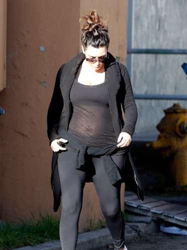 Ya es sabido que Kim adora las licras pero parece que en su estado no le favorecen, para nada, y por el contrario le hacen destacar mucho más sus detalles de imperfección