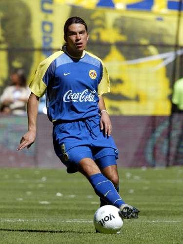 Álvaro Ortiz inició su carrera con León en el Invierno 98 y jugó un torneo más (Verano 99), mientras con América disputó seis torneo, el Verano 02, Apertura 02 y del Apertura 03 al Clausura 05