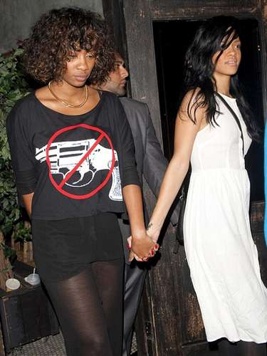 La cantante Rihanna fue captada en abril de 2012 en plena cita con su amiga de toda la vida, Melissa Forde. La polémica Riri no dudó en tuitear que era su \