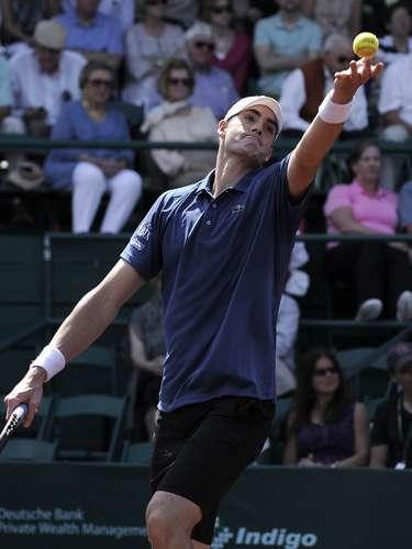 Isner concluyó el partido con nueve saques directos y seis dobles faltas por uno y cinco, respectivamente, que registró Mónaco.
