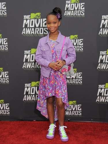 la pequeña Quvenzhane Wallis hace su aparición en una nueva alfombra roja después de que la vimos por última vez en la de los Oscar. ¿Sólo asistirió para divertirse o tendrá alguna participación especial?