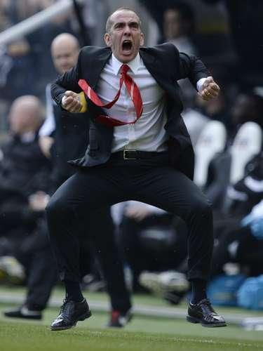 Así celebró el nuevo entrenador del Sunderland el triunfo en el derby anet Newcastle.