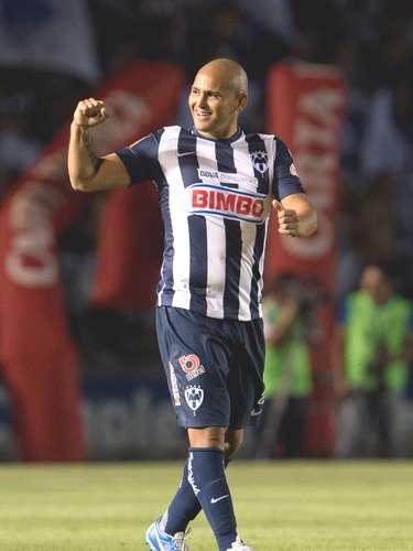 Humberto Suazo es el futbolista con mejor sueldo en el futbol mexicano. Monterrey le gapa al 'Chupete' cerca de los tres millones de dólares anuales, y su carta de vale 5.2 mdd