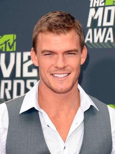 Ritchson convirtió la alfombra roja de los MTV Movie Awards 2013 en una auténtica pasarela de moda en dónde la celebridad lució su mejor look