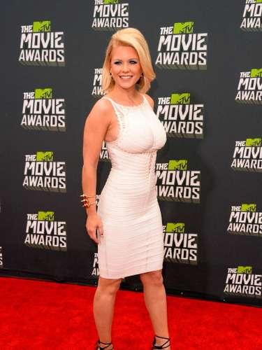 Carriese robó muchas miradas con este vestido blanco muy ceñido que rescató su figura, aunque parece que hubiera necesitado una talla más grande ya que sus bubis parecen estar un poco incómodas