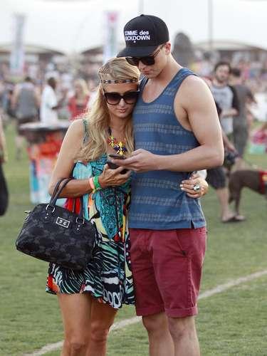 Paris, muy cariñosa con su novio español.