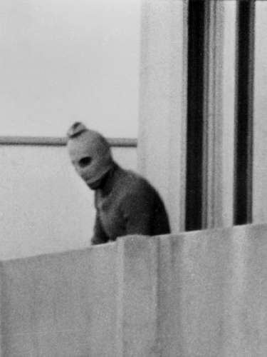 Múnich 72. Los Juegos Olímpicos del 72 también sufrieron un atentado terrorista, toda vez que el cuando un grupo terrorista palestino denomidado Septiembre Negro tomó como rehenes a miembros del equipo olímpico de Israel.