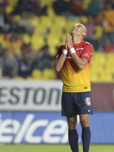 En el inicio de la segunda mitad, Joao Rojas dejó solo a Carlos Ochoa, que prendió el balón y lo mandó a la tribuna, en un duelo que para su fortuna logró ganar Morelia, con un golazo de Héctor Mancilla.