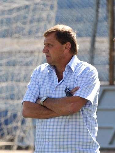 Enzo Trossero; uno de los jugadores más ganadores de la historia del club, se autoexcluyó. Le cayó mal ser el plan B de la dirigencia, y algunas formas de manejarse de Cantero y compañía no le gustaron, por lo que decidió bajarse de la pelea.