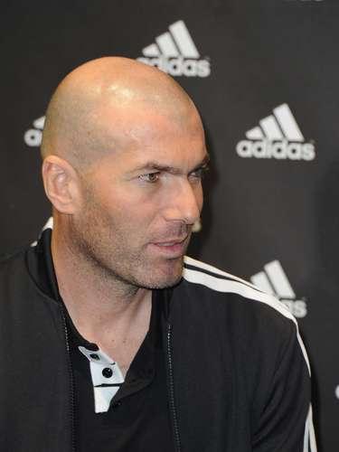 Mismo caso el de Zinedine Zidane, al que algunos medios han relacionado para hacerse cargo como entrenador del club, auqneu no tiene experiencia como DT, Zidane es considerado uno de los símbolos de la última era merengue y es muy amigo del dueño, Florentino Pérez.