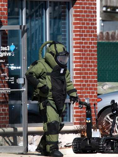 Una comisión de antiterrorismo sigue investigando a fondo los hechos que causaron la muerte de tres personas. Dijeron que habían encontrado cinco artefactos más sin detonar en varias zonas de Boston.