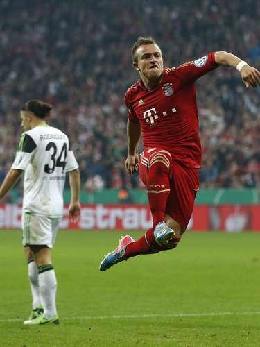 Ya campeón de la Bundesliga, el equipo bávaro se impuso con autoridad con un triplete de Mario Gómez en la recta final del partido (minutos 80, 82 y 86).