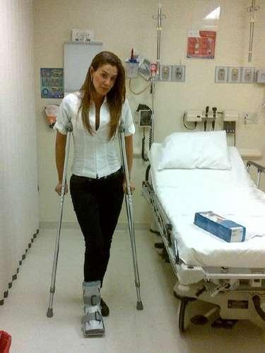 ¡Ninel Conde metió la pata! La cantante a recuperación por dar un mal paso.