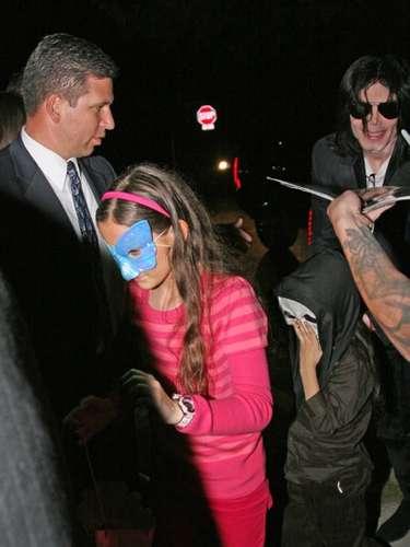 Paris, justifica algunos comportamientos estrambóticos que tuvo hacia ella y sus hermanos, como el hecho de colocarles máscaras faciales cuando salían a la calle.