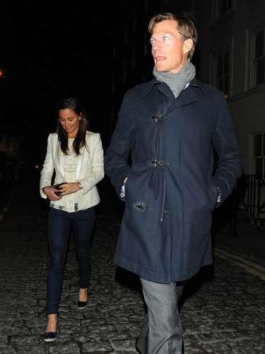 Pippa Middleton ya no esconde su amor. La hermana de la duquesa de Cambridge sale desde hace algún tiempo con un corredor de bolsa londinense llamado Nico Jackson.