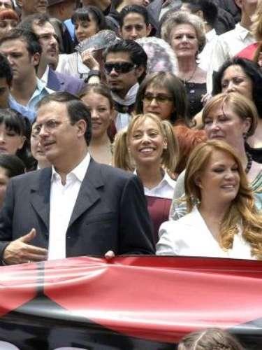 Marcelo Ebrard y Mariagna Prats:La actriz que participó en la telenovela 'Niña Amada Mía' conoció al ex Jefe de Gobierno del Distrito Federal en el año 2003, cuando ambos participaban en un programa de televisión en México. Duraron 3 años de novios y contrajeron nupcias en el 2006, pero anunciaron su divorcio en abril de 2011.