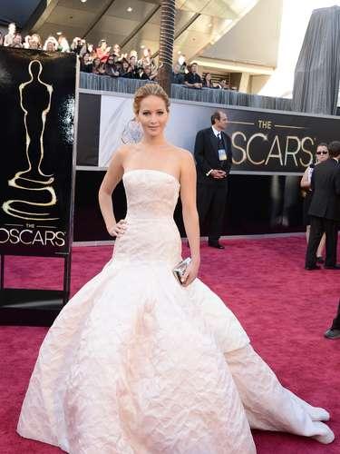 La rubia actriz confió su estilo a la casa Dior y no pudo hacer mejor elección, ya que con sus atuendos ha logrado subir peldaños en la escala de las celebridades mejor vestidas a la par de verse mucho más atractiva.