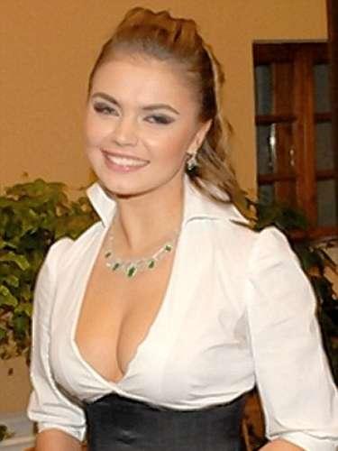 Alina Kabaeva. Diputada rusa de 29 años. Fue ginmasta rítmica y saltóa la fama tras rumores que indicaban que sostenía un romance con el primer ministro ruso, Vladimir Putin.