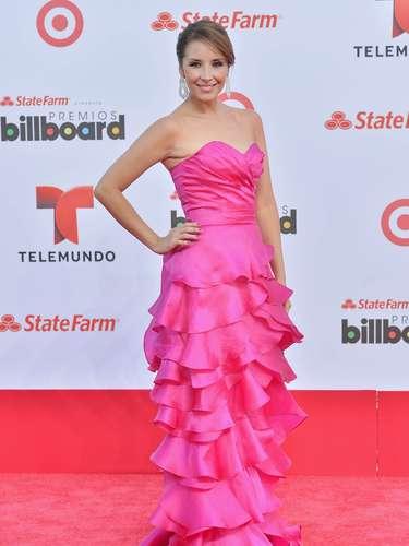 La guapa deAmérica Sierra llegó muy sonriente y decidida a pasarla de lo lindo en los premios