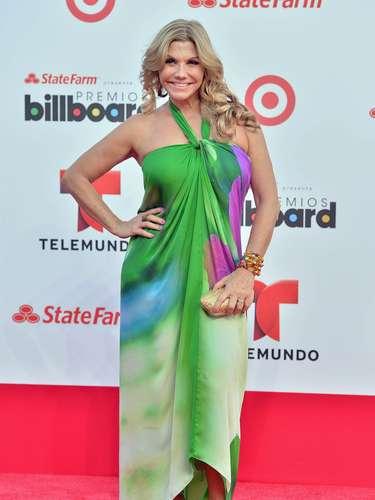 Martha Pabón iba muy colorida a los Billboard Latinos 2013 pero entre tantos colores de su vestido, no pudimos distinguir alguno en especial, ¿ustedes sí?
